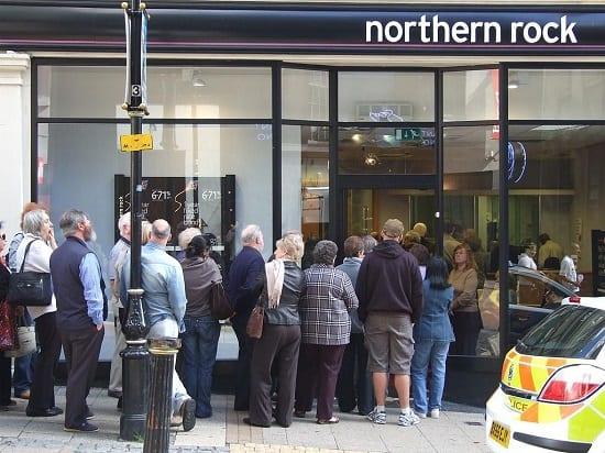 Investors queue up to recover their savings from Northern Rock in 2008